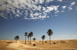 Mönkijä-safarilla Saharassa.