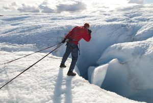 8962 – Walking and photographing in the glaciers of Greenland.