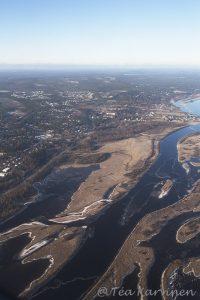 Ounasjoki joka yhtyy kohta keskustassa Kemijokeen