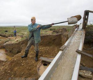 6711 – Kai Mullisaukonpoika Rantanen kaivaa käsin