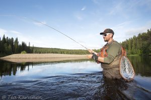 8235 – fly fishing on Oulanka river