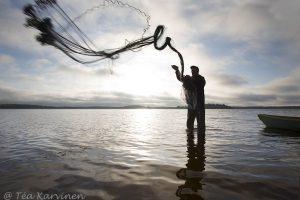 3077 – – On the shores of Suomunjärvi lake – Kuikkaniemen kalamajan rannassa Suomunjärvellä