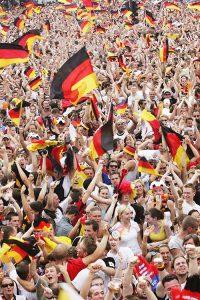 2222 – Jalkapallon MM-kisat Berliinissä vuonna 2006. Kisatorilla otteluita katsoi noin 700 000 ihmistä.