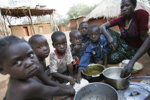 2708 – Ruokahetki Keniassa.