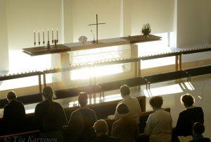 290 – Nurmijärven seurakunnan kirkossa Klaukkalassa muistotilaisuus 1.1.2005 järjestettiin Aasian tsunamin uhreille.