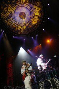 4497 – Santana esiintyy Helsingissä.