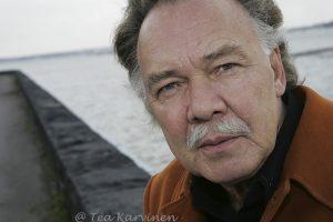 6322 – Kari Tapio Kaivopuistossa v. 2007.
