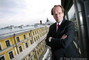 650 – Sosiaali- ja terveysministeriön kansliapäällikkö Markku Lehto Kruunuhaan työhuoneensa terassilla