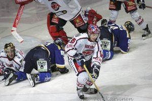 8795 – Tapiolan urheilupuistossa jääkiekko-ottelu Blues vs. HIFK v. 2007.