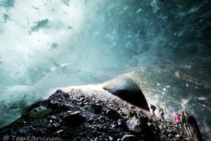 6738 – Hiking in Alaska inside an ice cave