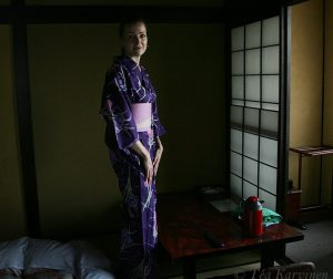 1154 (I try a kimono on me in my hotel)