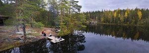 98-100– Vuori-Kalaja -järven rannalla on taukopaikka