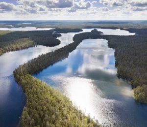 851 -852 – Pitkä-Hoilua lake on the left. Lake Kokalmus on the background