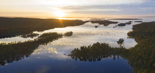 699-700 – Hoikka-Petäjäsaari (island) on right