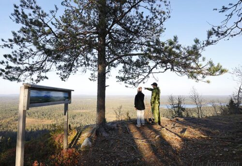 8716 – Kirkonkallion näköalapaikka. Rajavyöhyke on vain parin km:n päässä. – Views toward Russia, which is only a couple of km away.